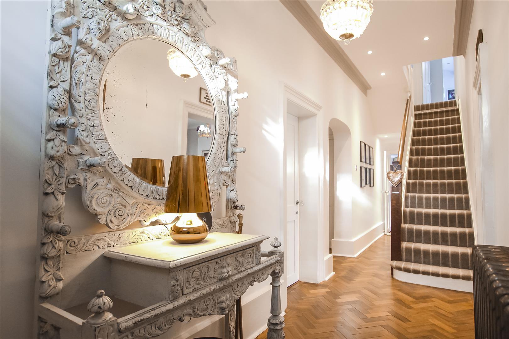 5 Bedroom Detached House For Sale - Hallway